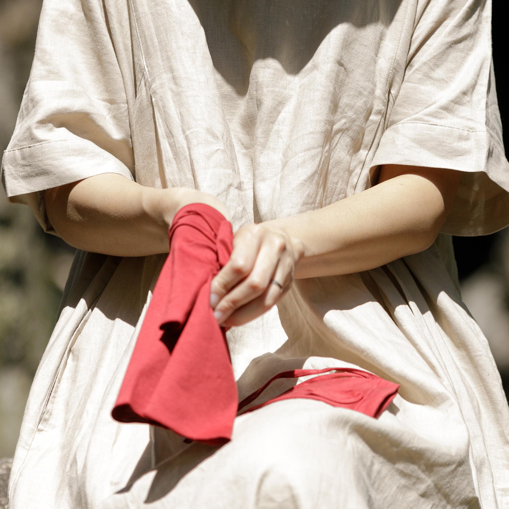触るときは サッと伸ばしてタッチレス手袋。普段はおしゃれなUVケア手袋。さりげなくウイルス対策。